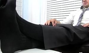 Beefy gentleman Leo Giamani masturbates during start-off licking