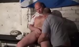 Maduro chupando jogador de rugby