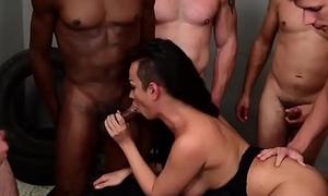 Transsexual Monik Lorran Gangbang