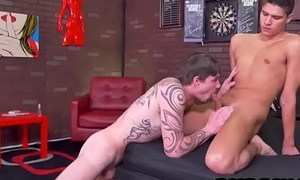 Tan for all to see hunk gives Pen Kafig a blowjob before anal