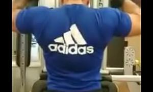 Polar espalda del entrenador y sus nalgas