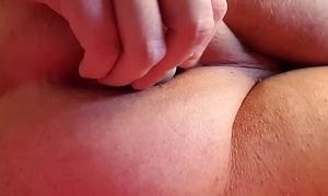 Arsch gefingert in HD