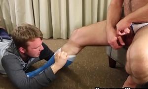 Feet loving homo gives head after worshiping the chubby bear