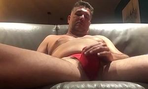 Fran&ccedil_ais qui branle son petit sex &agrave_ travers son string rouge