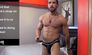 Stud masturbates on a web-cam