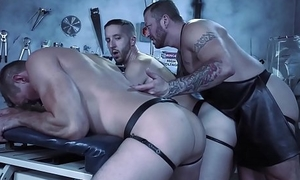 Daddy Doctor Fists His Hunk Monster &amp_ Misbehaving Assistant