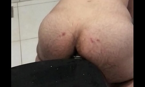 Boy anal masturbation on bathroom/ eu masturbando analmente