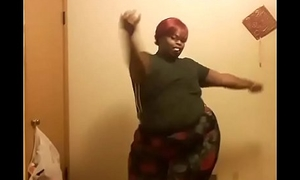 Girl with some extra fat ass twerking